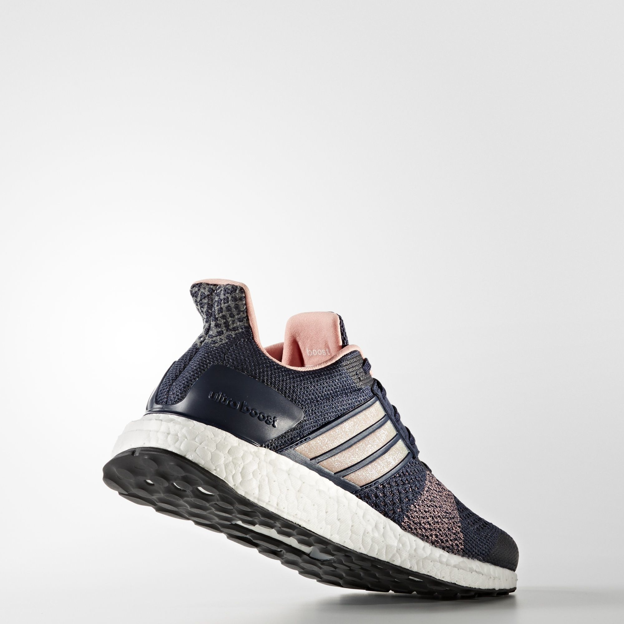 adidas Ultra Boost ST w in Blau Rosa