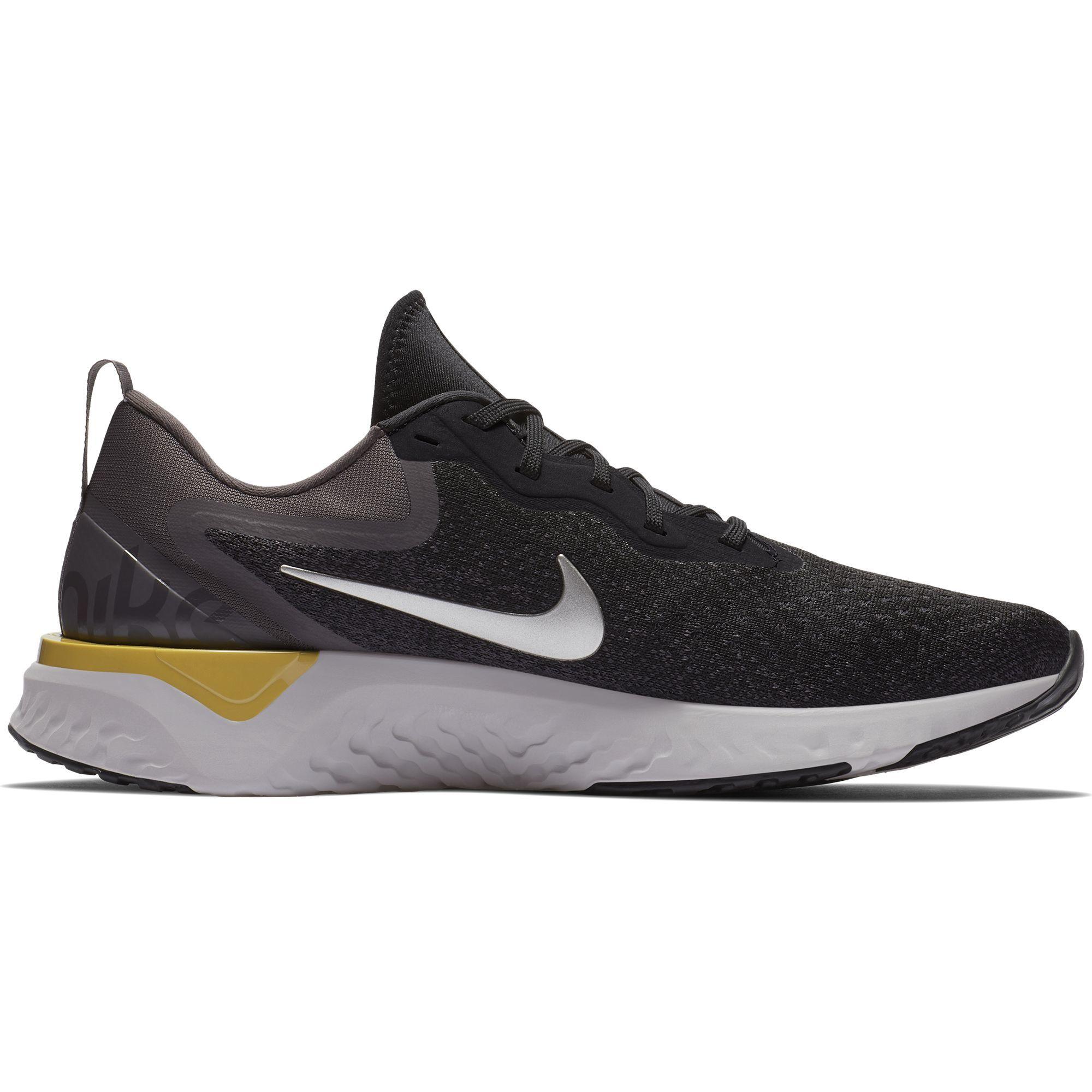 Nike Odyssey React in Schwarz Grau
