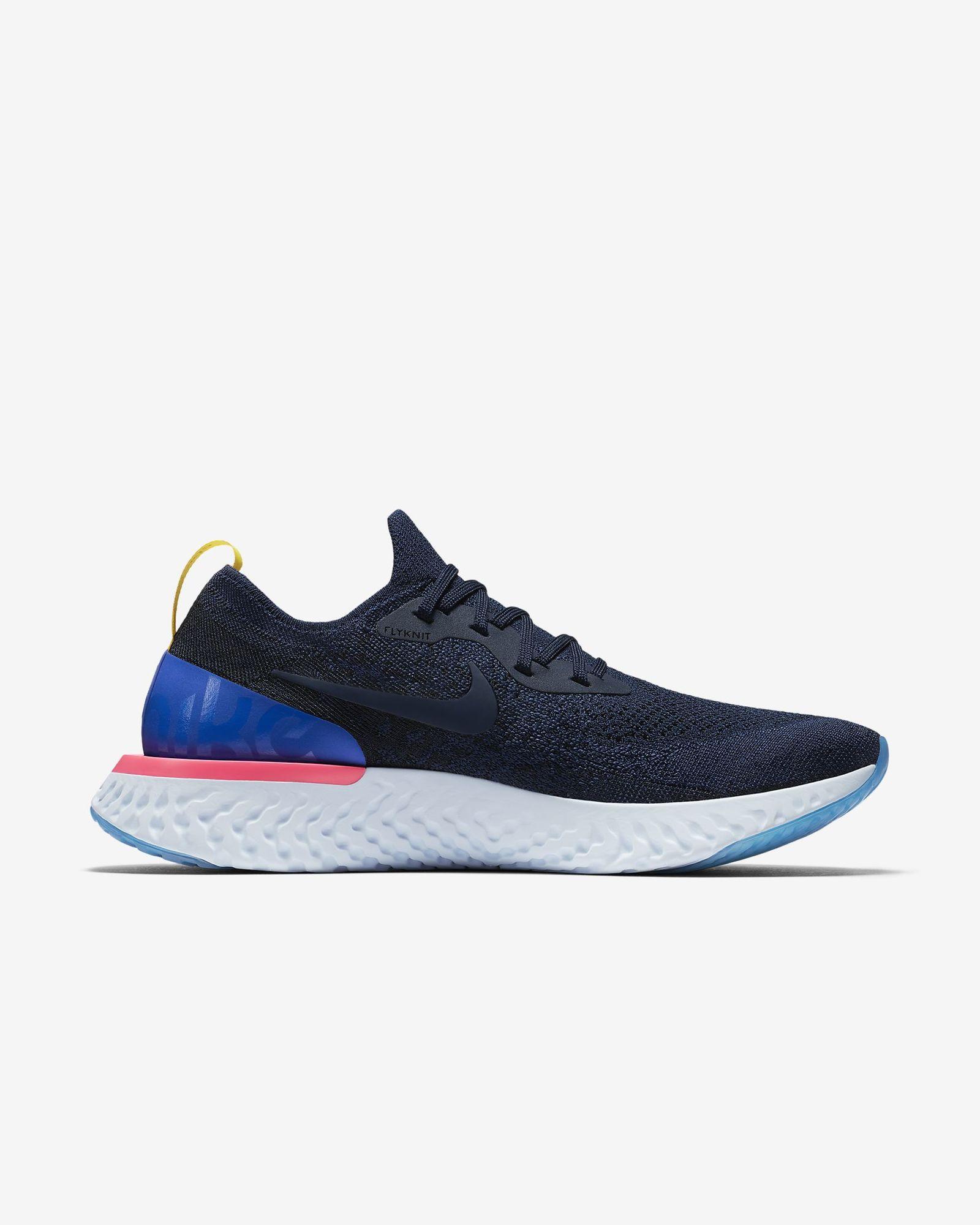 Nike Epic React Flyknit in Blau Weiß