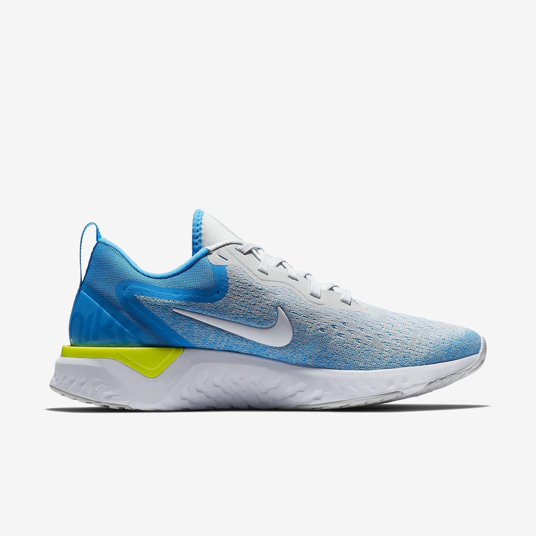 Nike Lady Odyssey React in Grau Weiß Blau