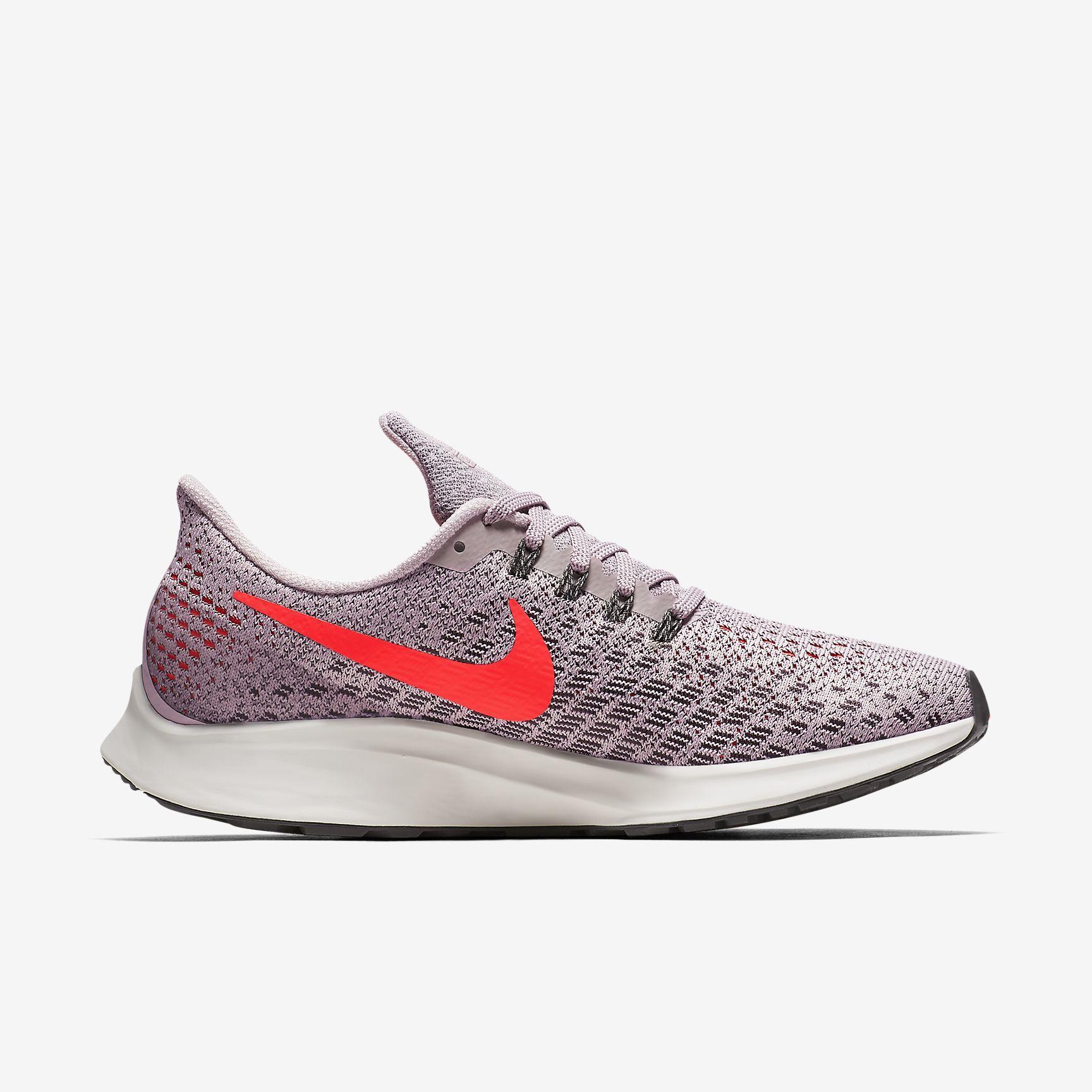Nike Lady Air Zoom Pegasus 35 in Particle Rose Crimson Grey