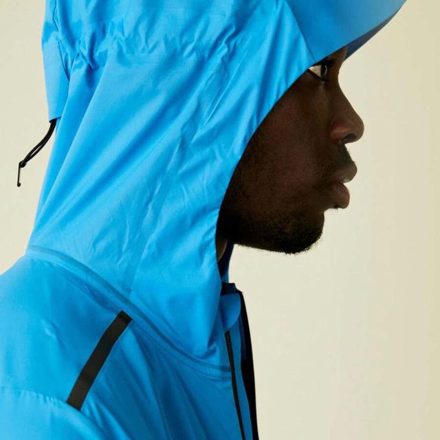 On Weather Jacket in Blau