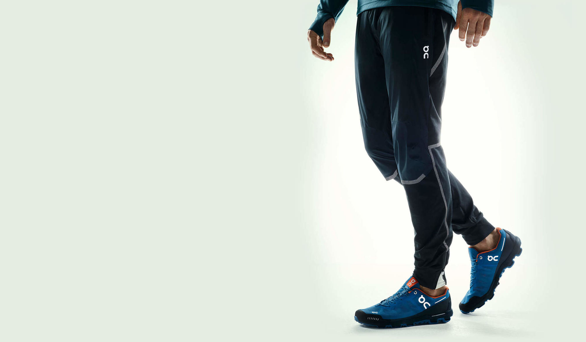 On Running Pants in Blau Schwarz