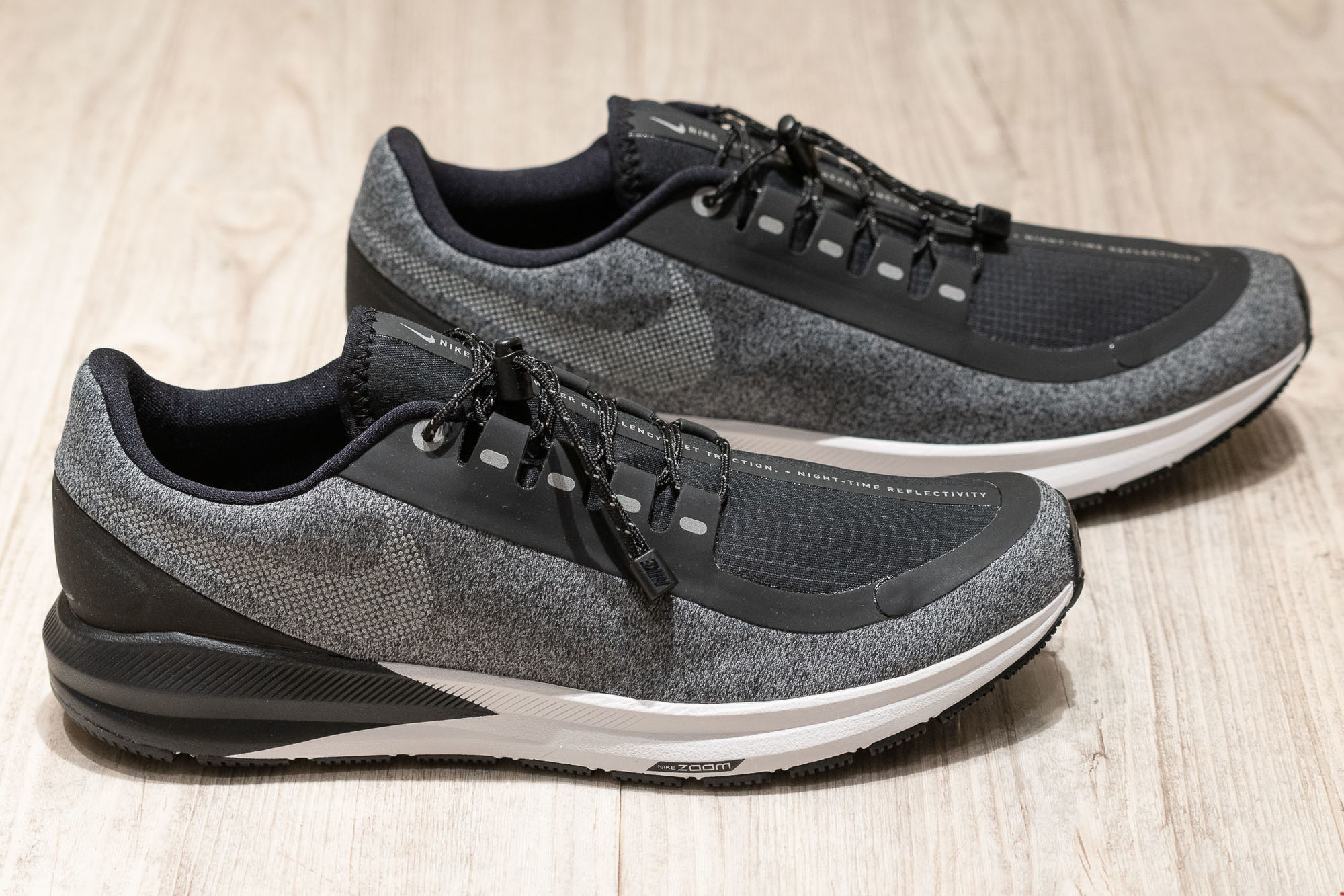 Nike Air Zoom Structure 22 Shield in Schwarz Grau