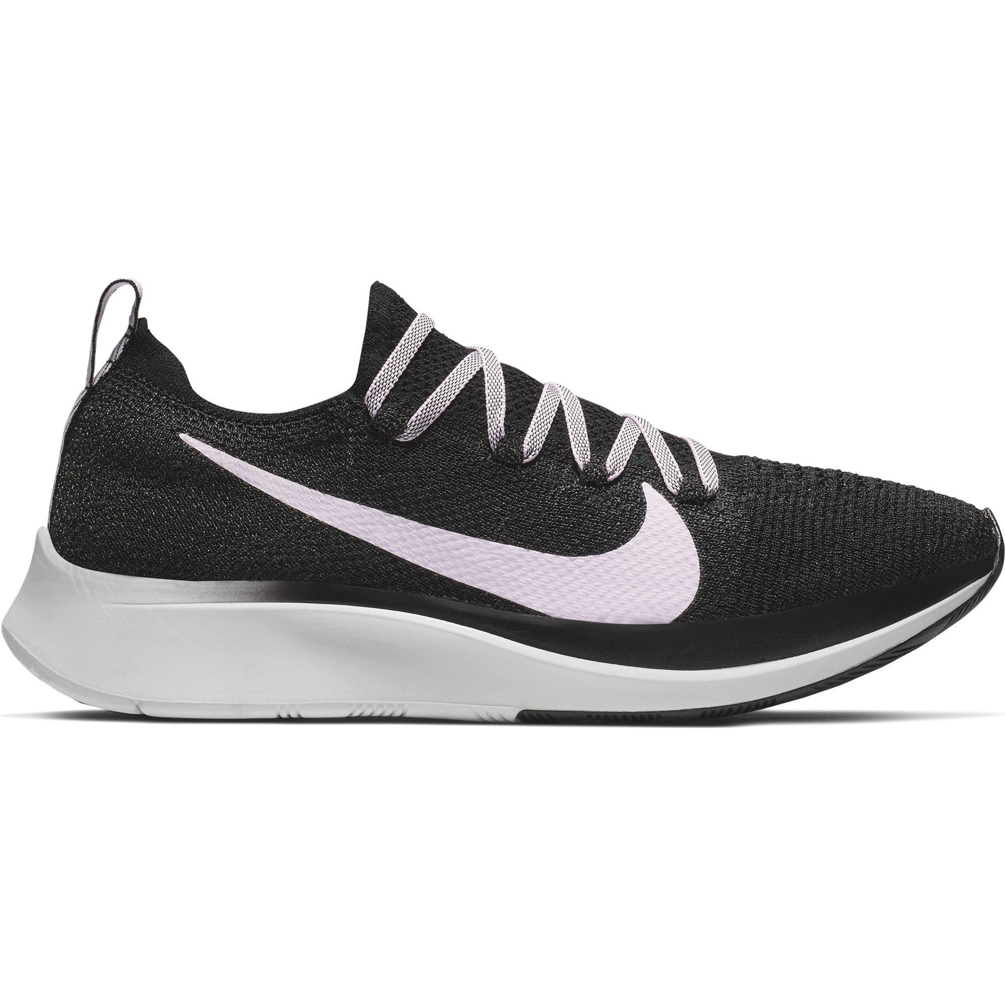 Nike Lady Zoom Fly Flyknit in Grau Rosa