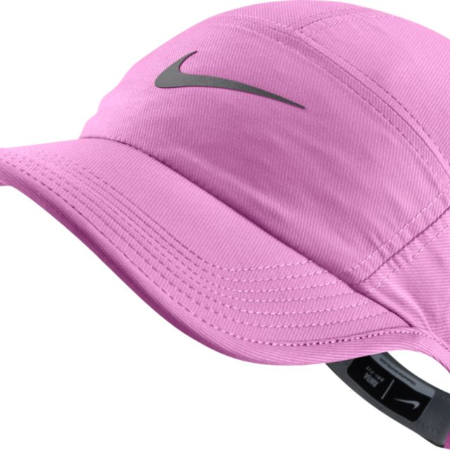 Nike Lady AW 84 Cap in Violet