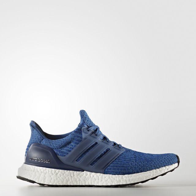 adidas UltraBOOST in Blau