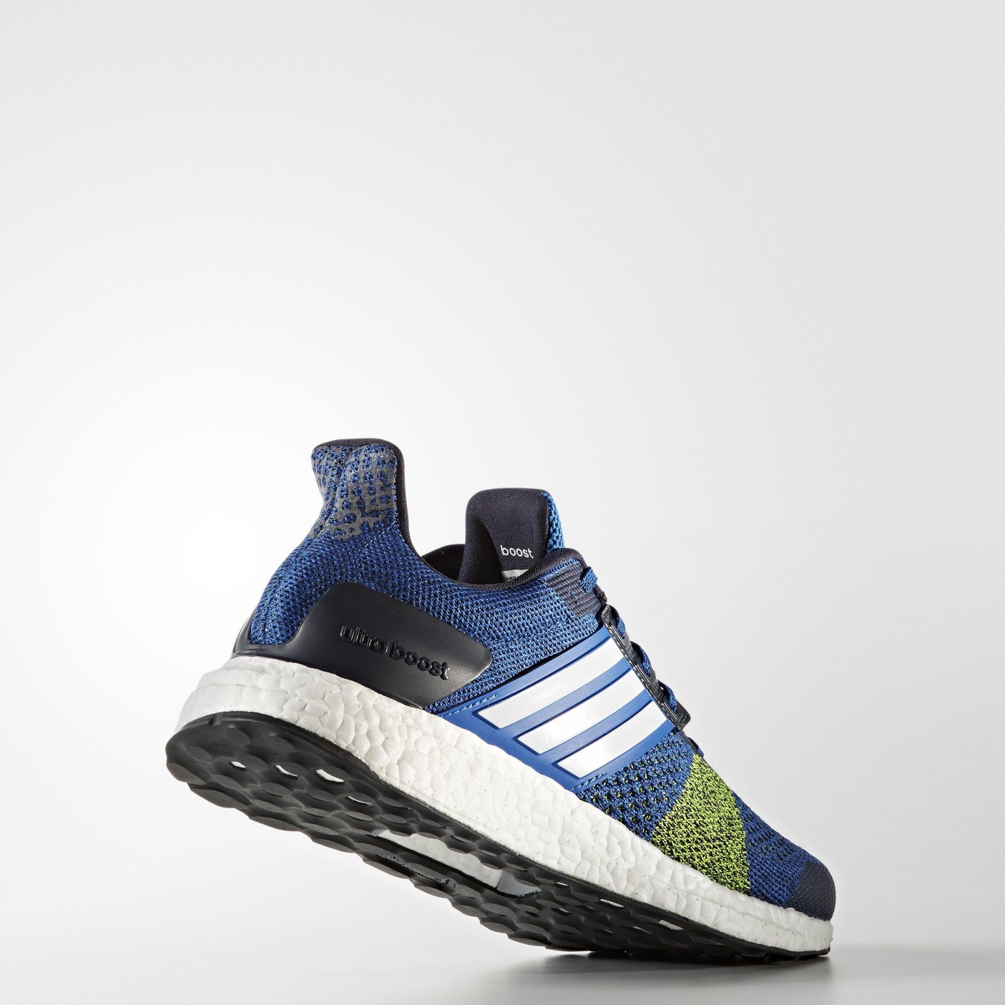 adidas UltraBOOST ST in Blau