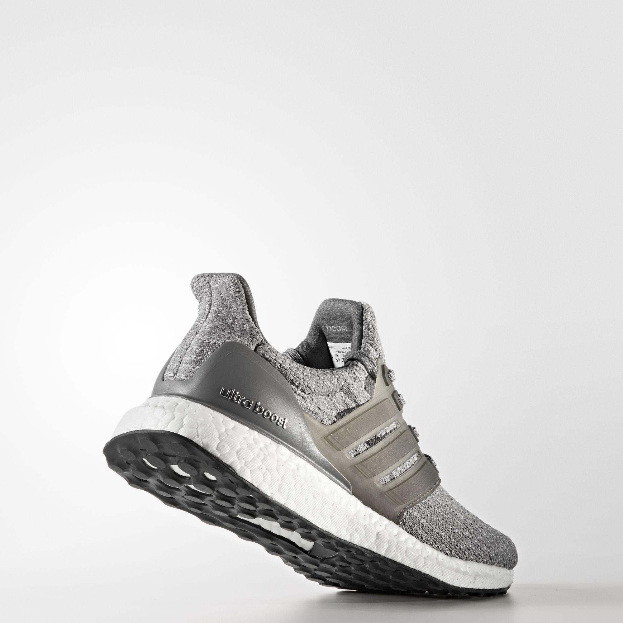 adidas UltraBOOST w in Grau