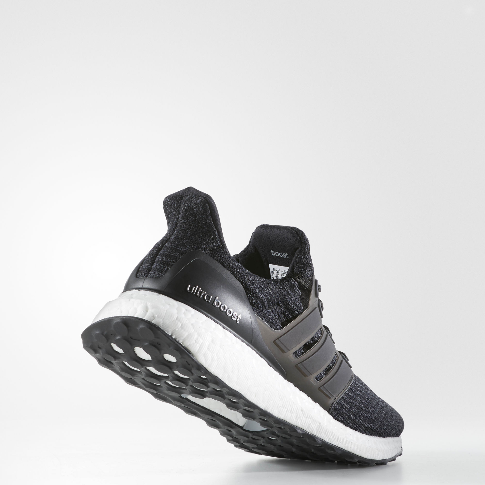 adidas UltraBOOST in Schwarz Weiß