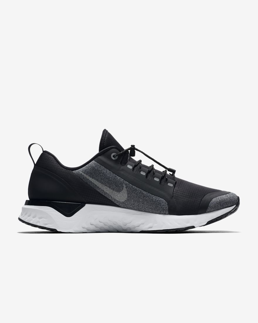 Nike Odyssey React Shield in Schwarz