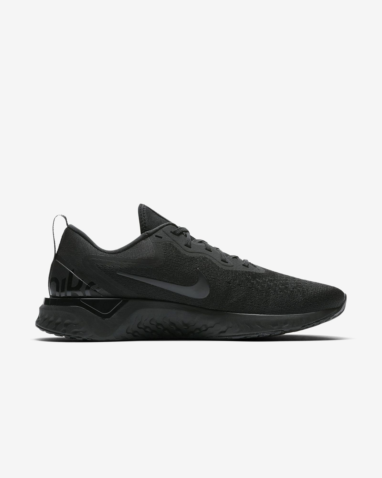 Nike Odyssey React in Schwarz