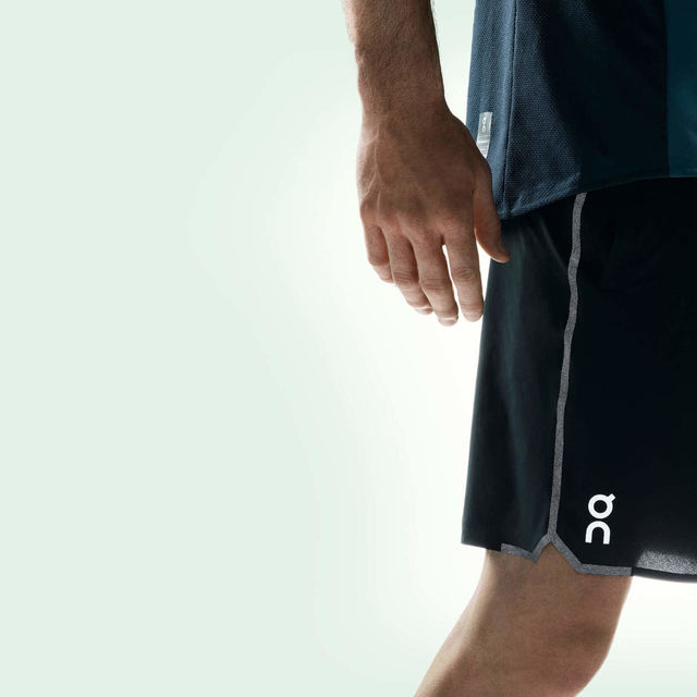 ON Hybrid Shorts (Schwarz)