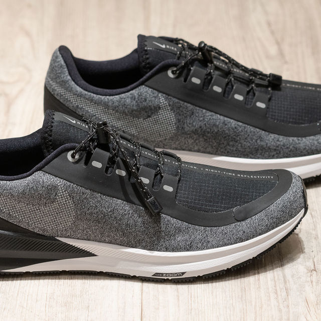 Nike Lady Air Zoom Structure 22 Shield in Schwarz Grau