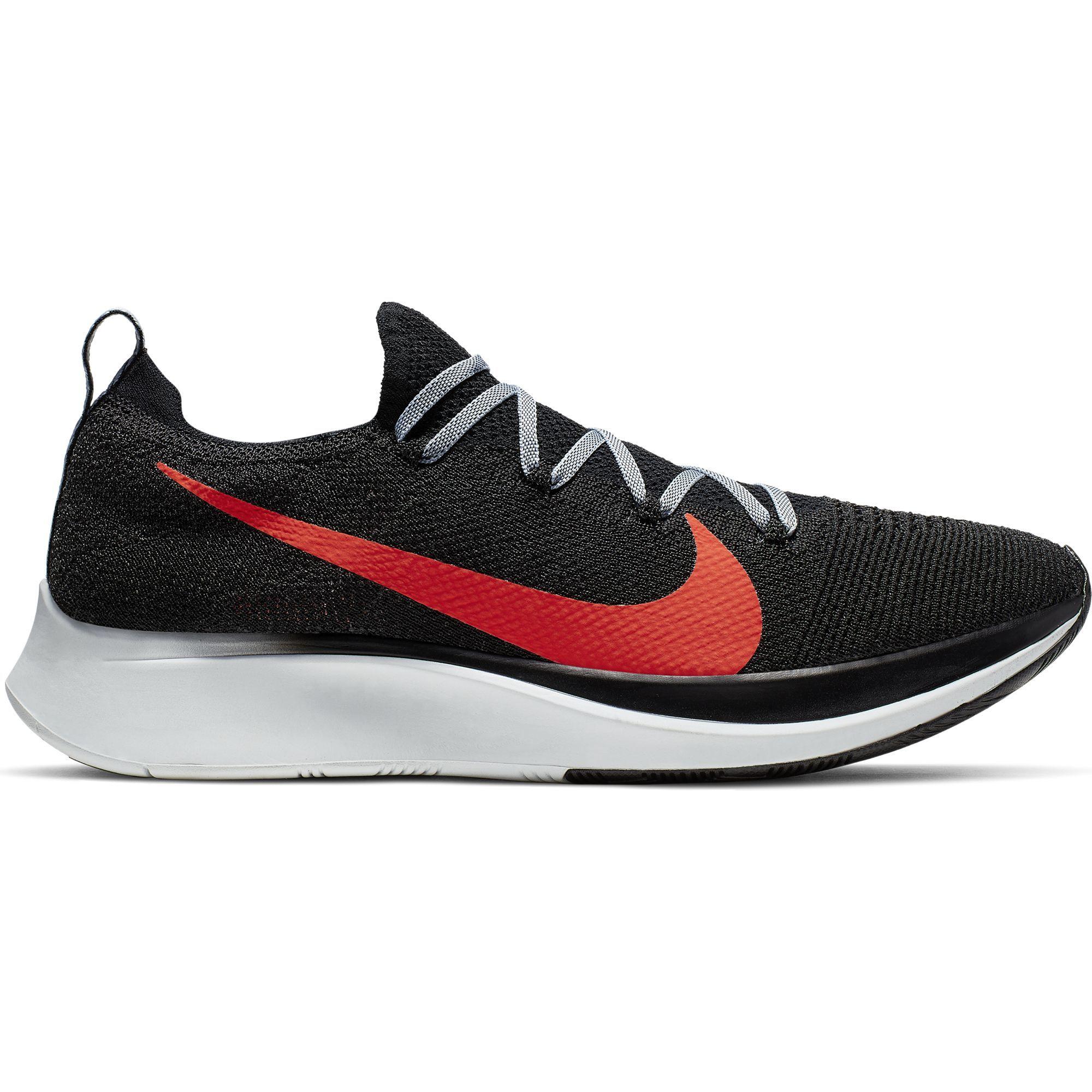 Nike Zoom Fly Flyknit in Schwarz Rot