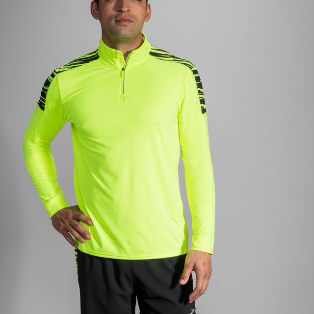 Brooks Nightlife Half Zip in Gelb