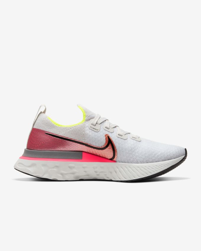 Nike Lady React Infinity Run Flyknit in Weiß Rot