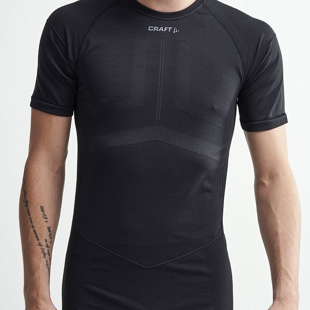Craft Active Intensity Shortsleeve in Schwarz